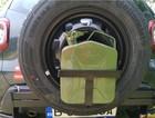 Mudster bagażnik/uchwyt na kanister do montażu na koło zapasowe wraz z kanistrem (1)